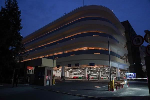 立體車庫強光燈換成柔光燈 逸仙路停車場附近居民告別光污染 【新民晚報】