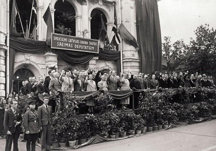 二戰時德國為何要打蘇聯?上萬輛坦克放在家門口誰能不怕 【寂寞的紅酒】 自媒體 第2张