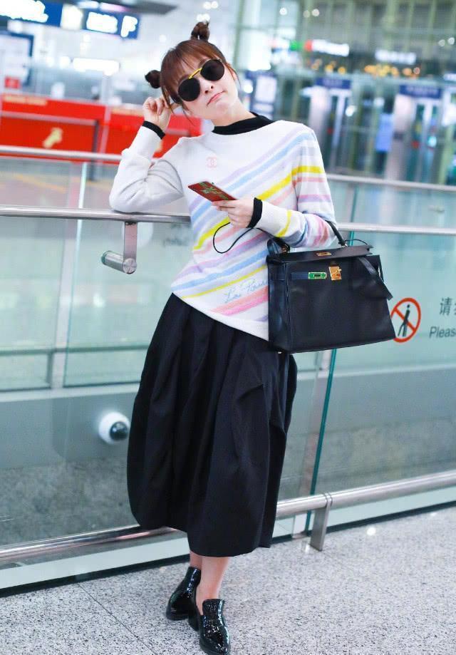 """""""東北赫本""""吳昕,在哪吒頭和裙褲的修飾,竟出奇的可愛靈動活潑 【女神搭配師】"""