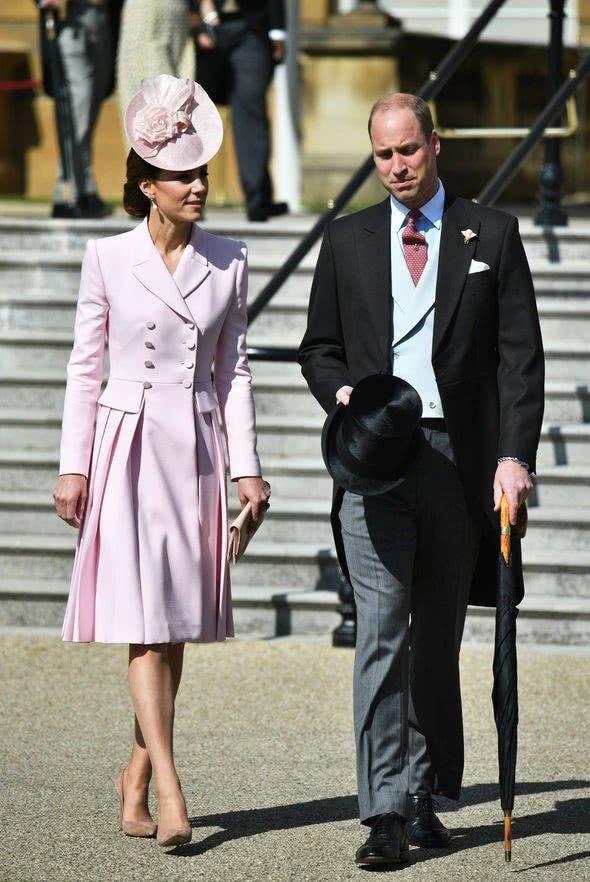 凱特王妃這次真的美啦!穿嬰兒粉裙亮相花園派對,高貴又超級顯嫩 【時尚風行派】