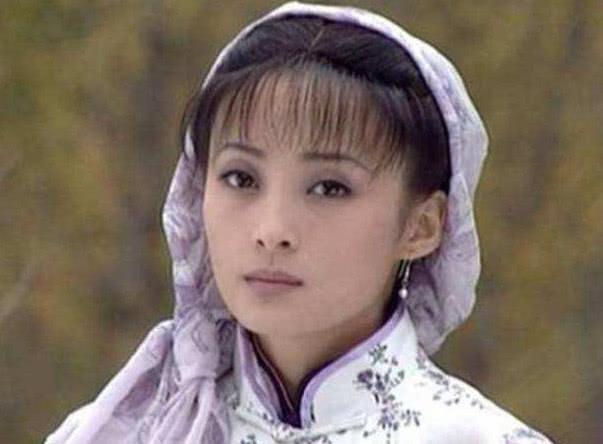 顏值高不戴首飾戴頭巾都那麼美?不過美則美矣,最經典的還是她 【明星那些事兒】 自媒體 第1张