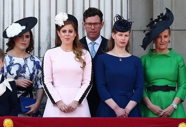 英國公主這次開竅啦!穿一身櫻花粉裙亮相真氣質,比梅根還驚艷了 【時尚風行派】