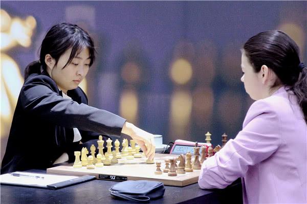 国际象棋棋后卫冕战第四局 棋后居文君迎来首场成功