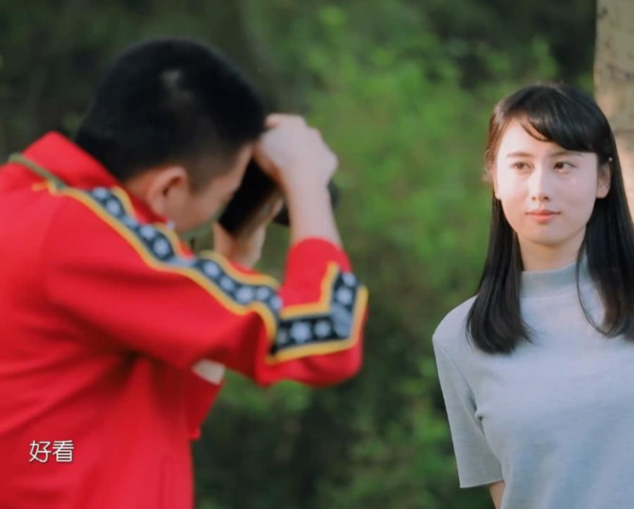 於小彤學習攝影,當她和劉貝貝一起看鏡頭時,真怕陳小紜會吃醋! 【娛樂耐思】 自媒體 第1张