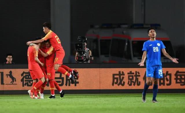 """智商高!姚明被問到從中國足球學到了什麼,他的""""回答""""令人佩服 【學姐看體育】"""