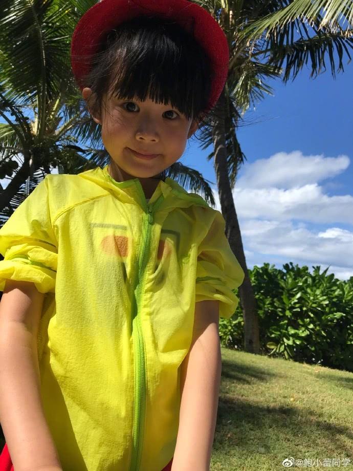 陸毅鮑蕾一家四口海邊旅行,貝兒長手臂大長腿,具有超模氣質 【安畦】