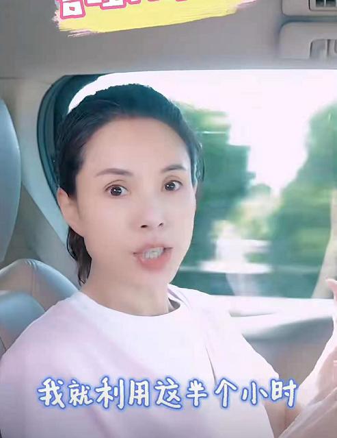 55岁李若彤公开素颜照,皮肤细腻,少女感十足(图4)