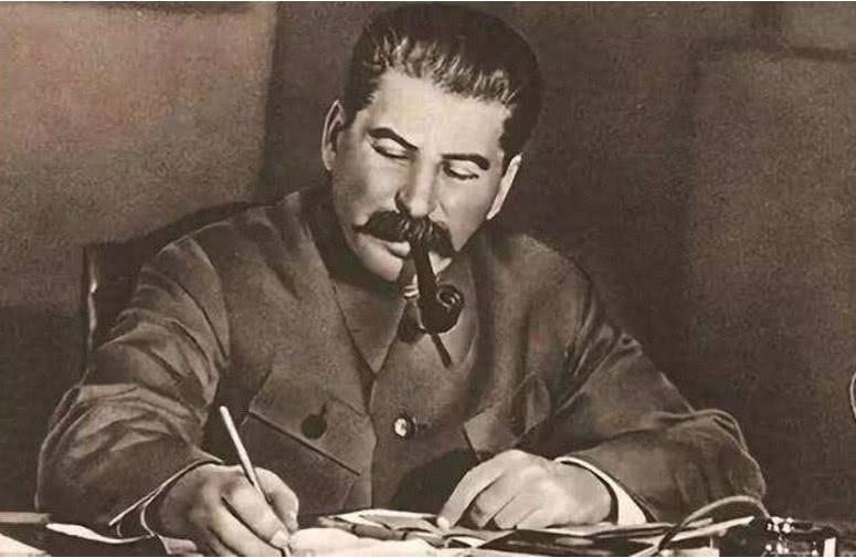 蔣介石提出劃江而治,斯大林為何贊成,並建議解放軍不打過長江 【歷史縱覽】