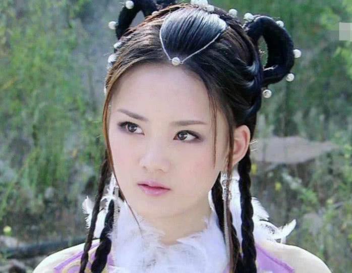古裝劇中戴珍珠額飾的美人,像對於滿頭首飾,簡單款更有路人緣 【明星那些事兒】