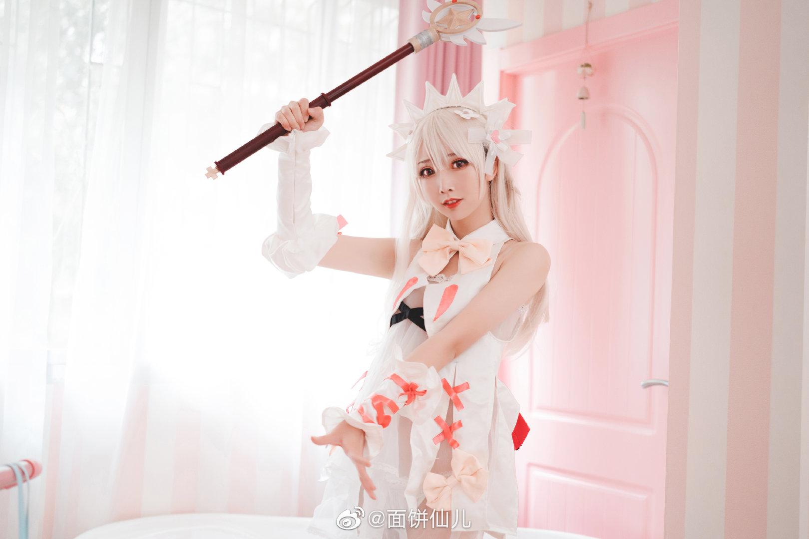 【美图分享】可爱粉色女王殿下制服cos