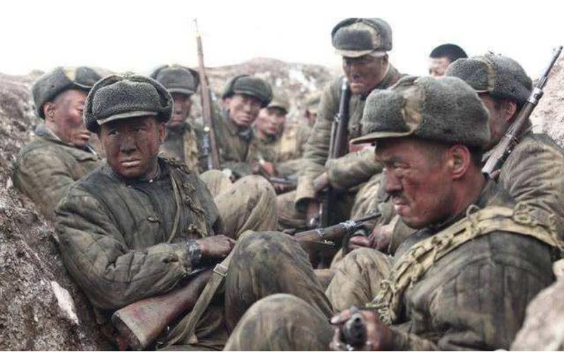 82歲老漢看戰爭片,突然指着電影犧牲的戰士驚呼:我還活着呢! 【虎衛營】
