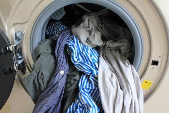 """洗衣�C上有��""""小盒子"""",好些人用�e了,衣服洗不干�簦�白洗了!"""