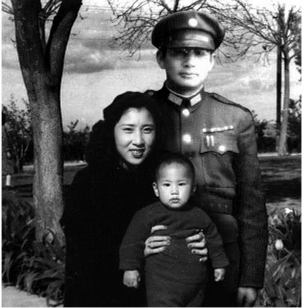 47年張靈甫戰死,留下19歲嬌妻,60年後她說出四字直戳人心 【虎衛營】