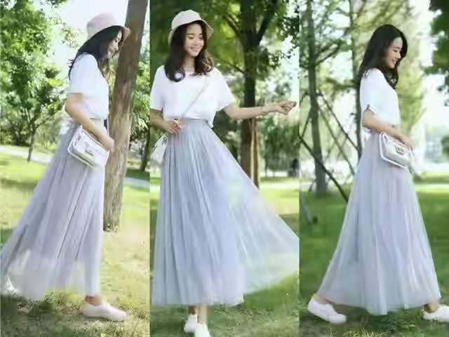 """夏季很流行""""半身纱裙+T恤"""",唯美浪漫很时髦,这样穿温柔又美丽"""