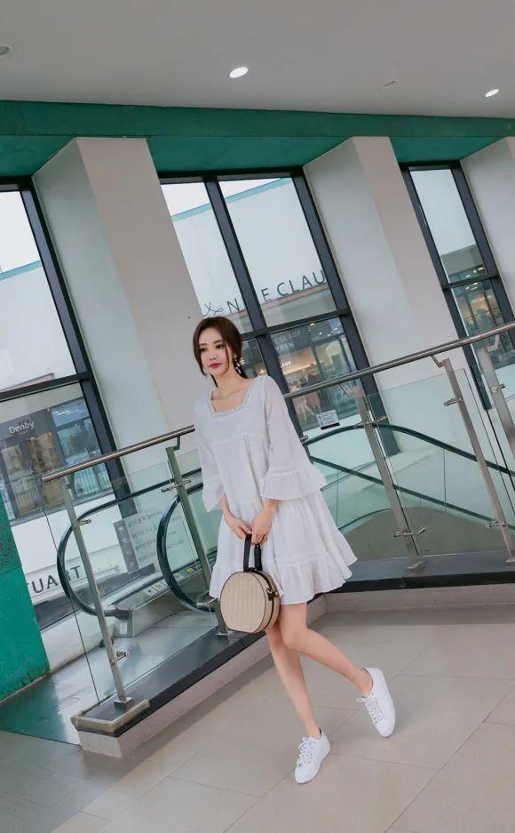 孙允珠超短半身裙 孙允珠仙女色调甜蜜小白裙+小白鞋 洋溢青春气息